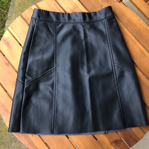 🔥 Sexy faux leather H&M mini skirt